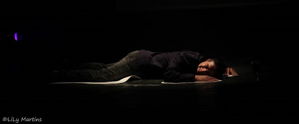 Homem contornado por giz (indicando morte) - para o texto Complexos e Crime