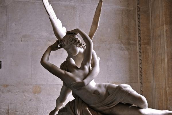 Escultura sobre o mito de Eros e Psiquê - Usado em comparação com o conto do Soldadinho de Chumbo
